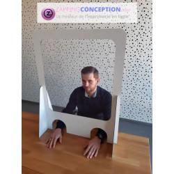 Protection transparente avec ouverture pour passer les mains